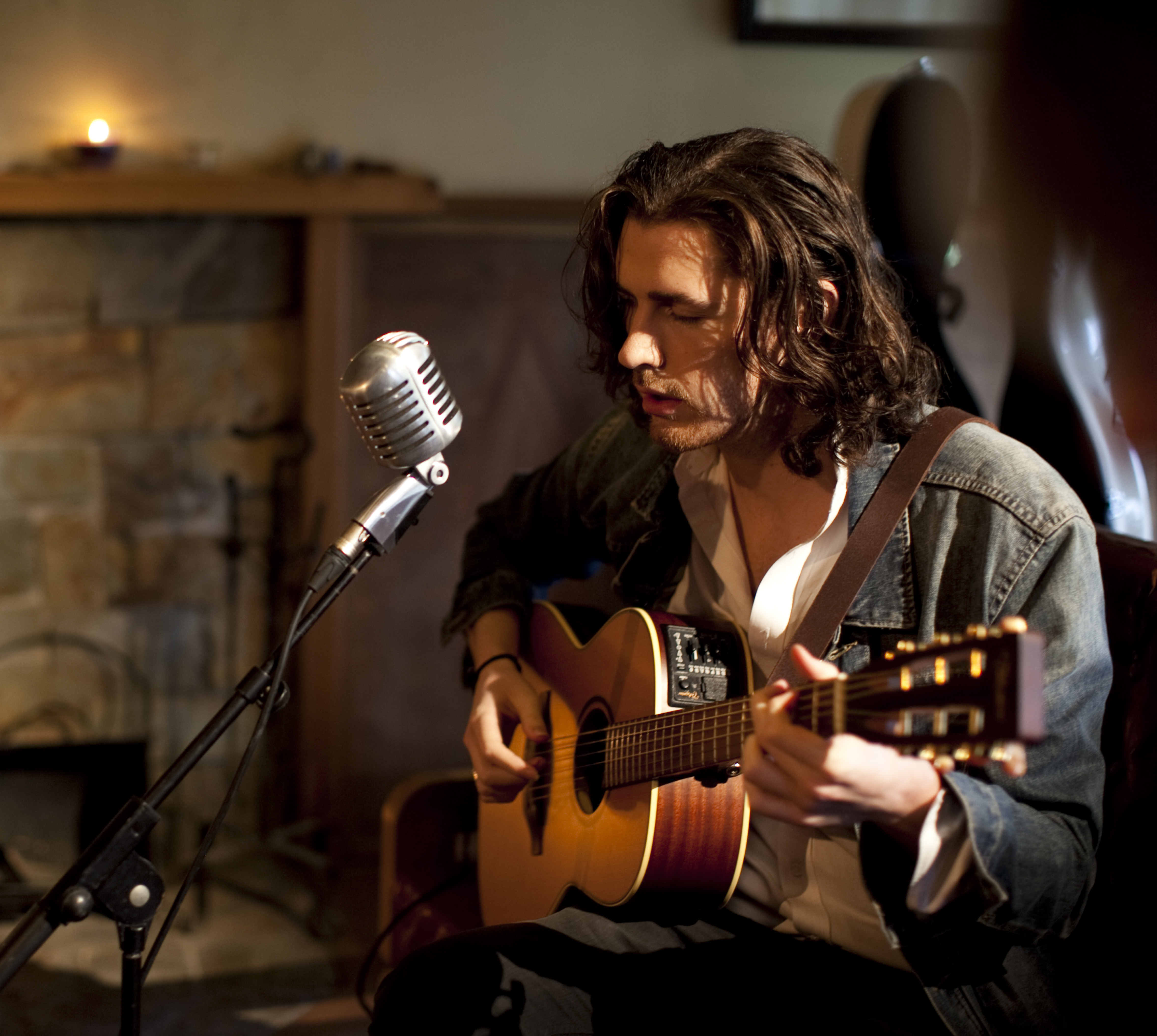Hozier performs a stunning set of songs on Oake and Riley ...  |Hozier Musician