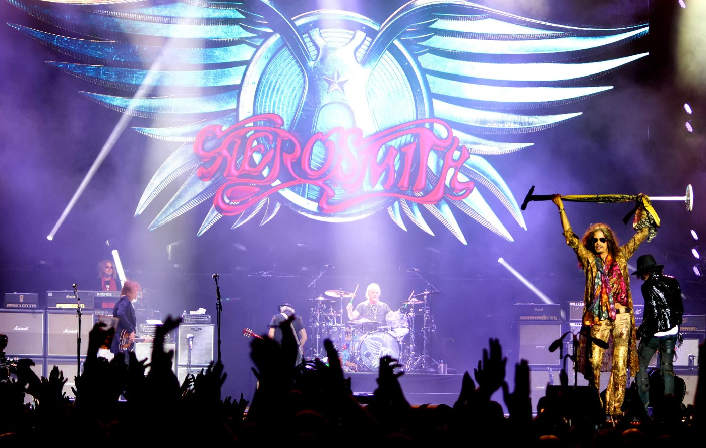 "aerosmith summary 'dream on' is stated, by lead singer of aerosmith and writer of the song steven tyler, to be about ""the hunger to be somebody"" at the time, tyler was."